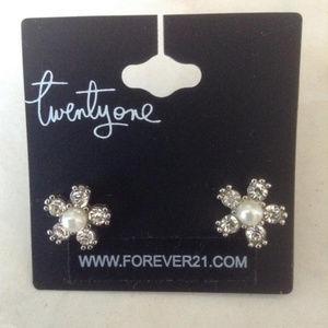 New Fower Shape Pearl Earrings